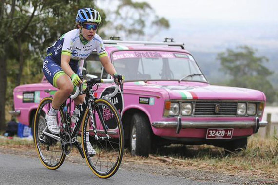 Amanda Spratt (and the #TopbikeGiroFiat) on her way to winning her 2nd National Champs title, at Buninyong last Sunday - photo Cyclingnews.com twitter feed @Cyclingnewsfeed