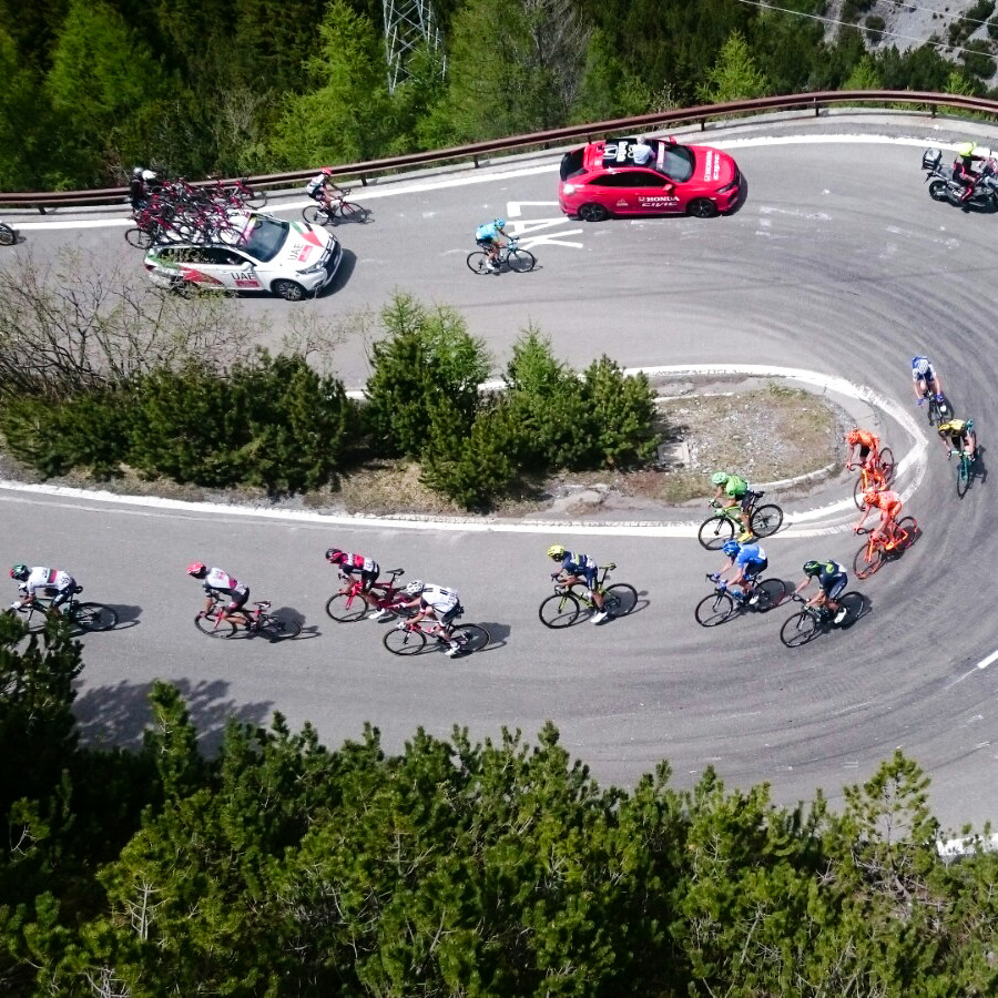 Hairpin turns during the Giro - All the action of the mountain stages with Topbike Tours